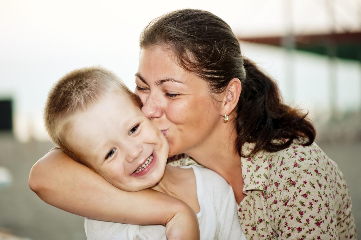 Мама целует ребенка фото Идеи фотосессий бесплатно